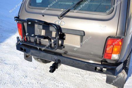 Силовой бампер с кронштейном запасного колеса и фаркопом Lada4x4